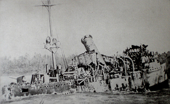 Wreck of SMS Emden: burnt and twisted metal sunk in the sea