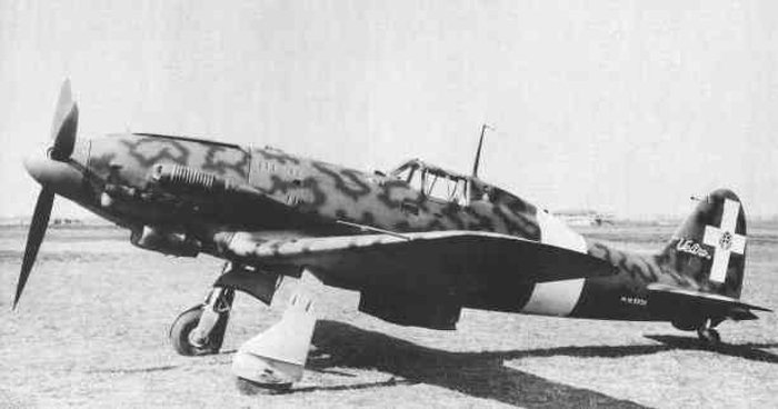 A Macchi MC.205 fighter with a North Africa dust filter